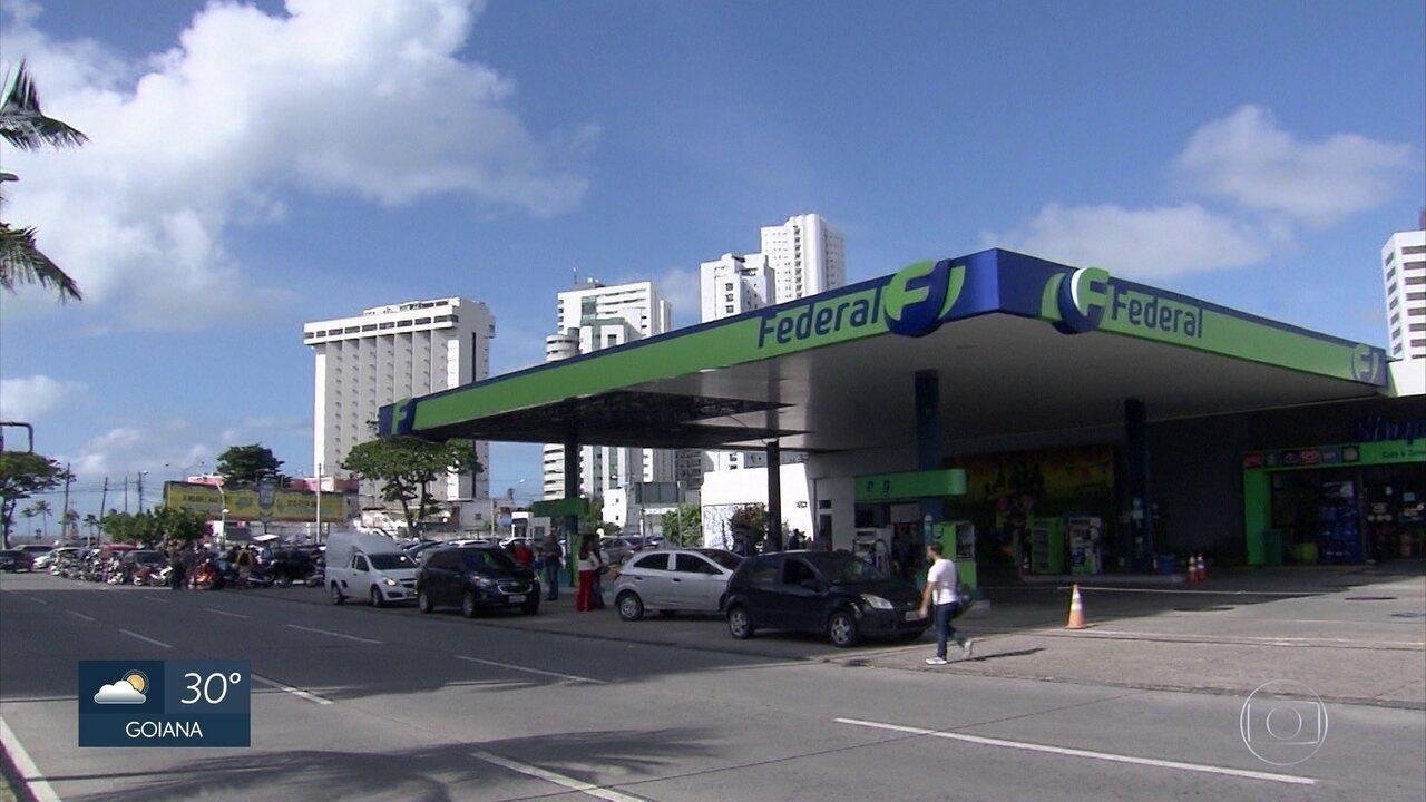 Motoristas formam filas para abastecer veículos no Grande Recife