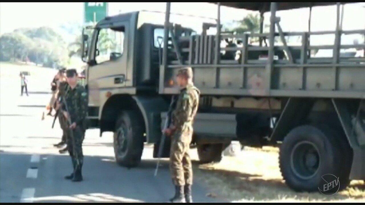 Exército trabalha para liberar últimos pontos de protestos nas rodovias do Sul de Minas