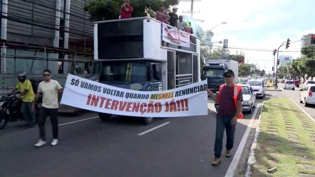 Motoristas fazem carreata em apoio à greve dos caminhoneiros em Vitória