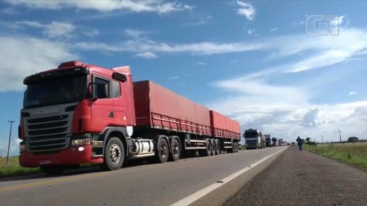 Caminhões começam a deixar a BR-174 em Roraima