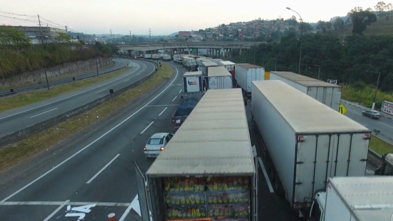 O 'Caminhos do Campo' deste domingo (3) vai falar sobre a greve dos caminhoneiros
