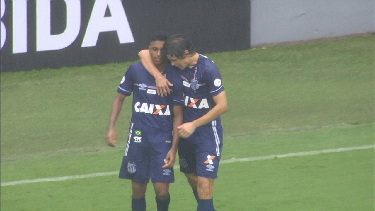 Gol do Santos! Rodrygo passa por marcadores na área e faz um golaço na Vila, aos 25 do 1º