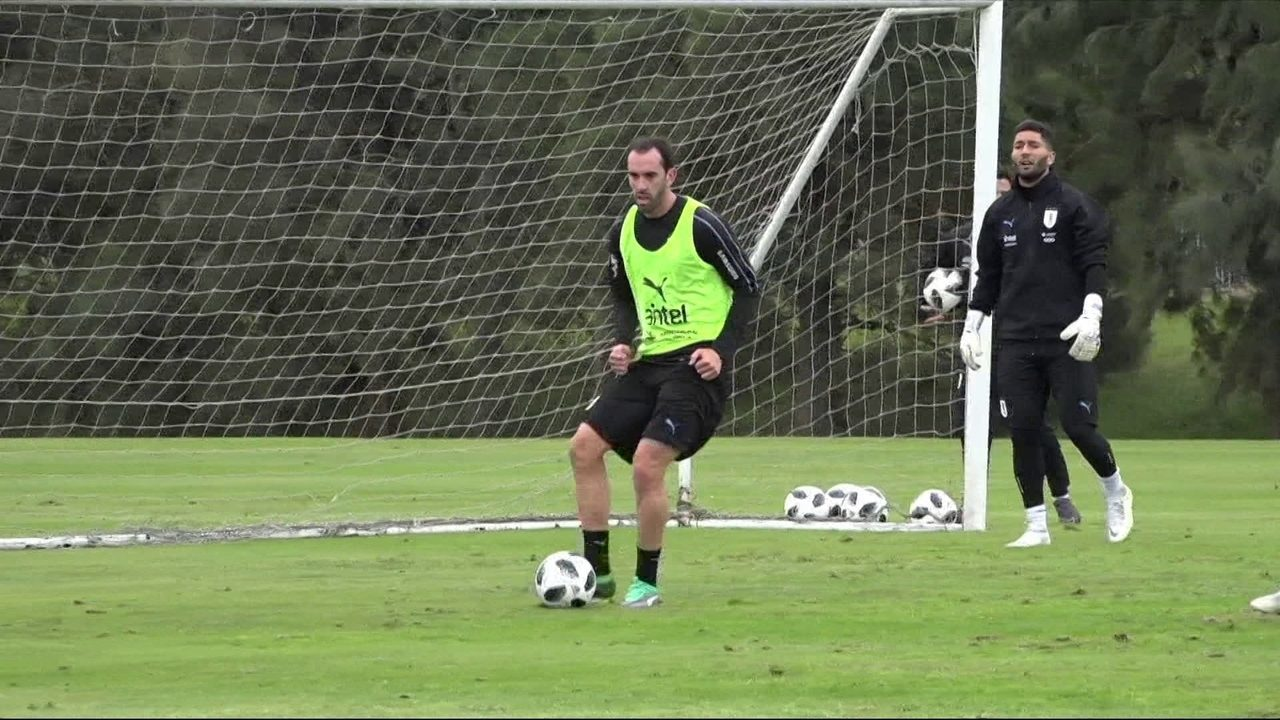Capitão Celeste: Godin conduz o sonho uruguaio pelo tri na Copa do Mundo
