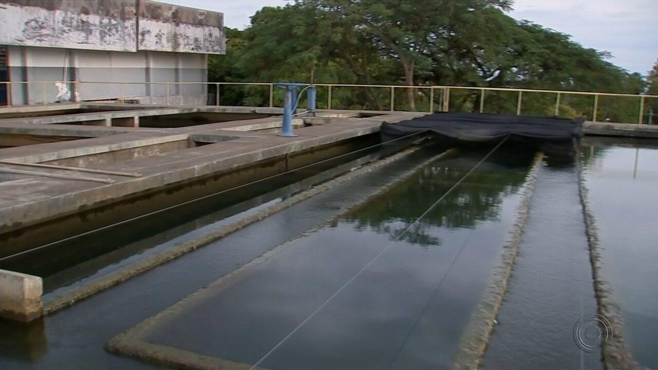 Rachaduras comprometem reservatório de água em Marília