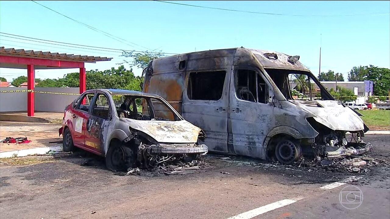 Criminosos incendeiam ônibus e atacam bases da polícia no RN