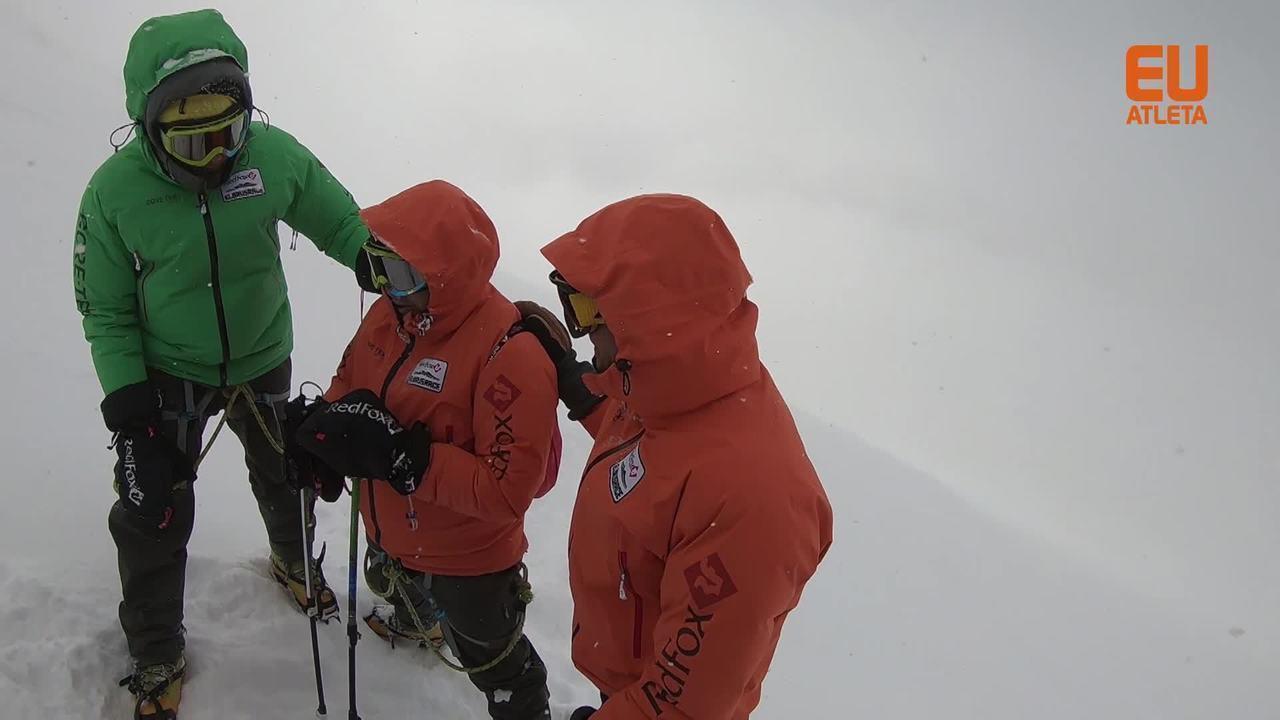 Equipe de Clayton Conservani enfrenta dificuldades na subida do Monte Elbrus, na Rússia