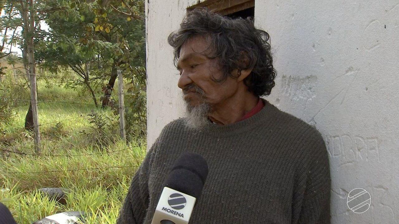 Homem mora em capela de túmulo em cemitério de Campo Grande