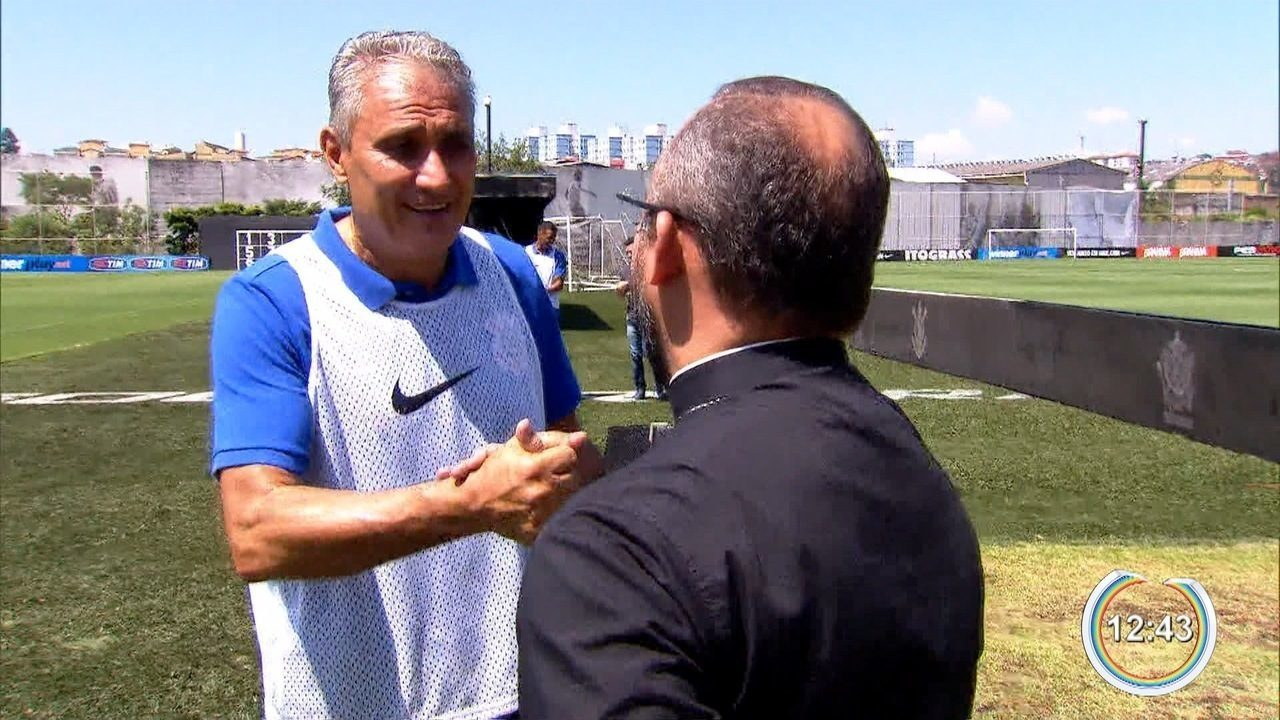 Padre de Bragança Paulista dá apoio espiritual ao técnico da seleção Tite