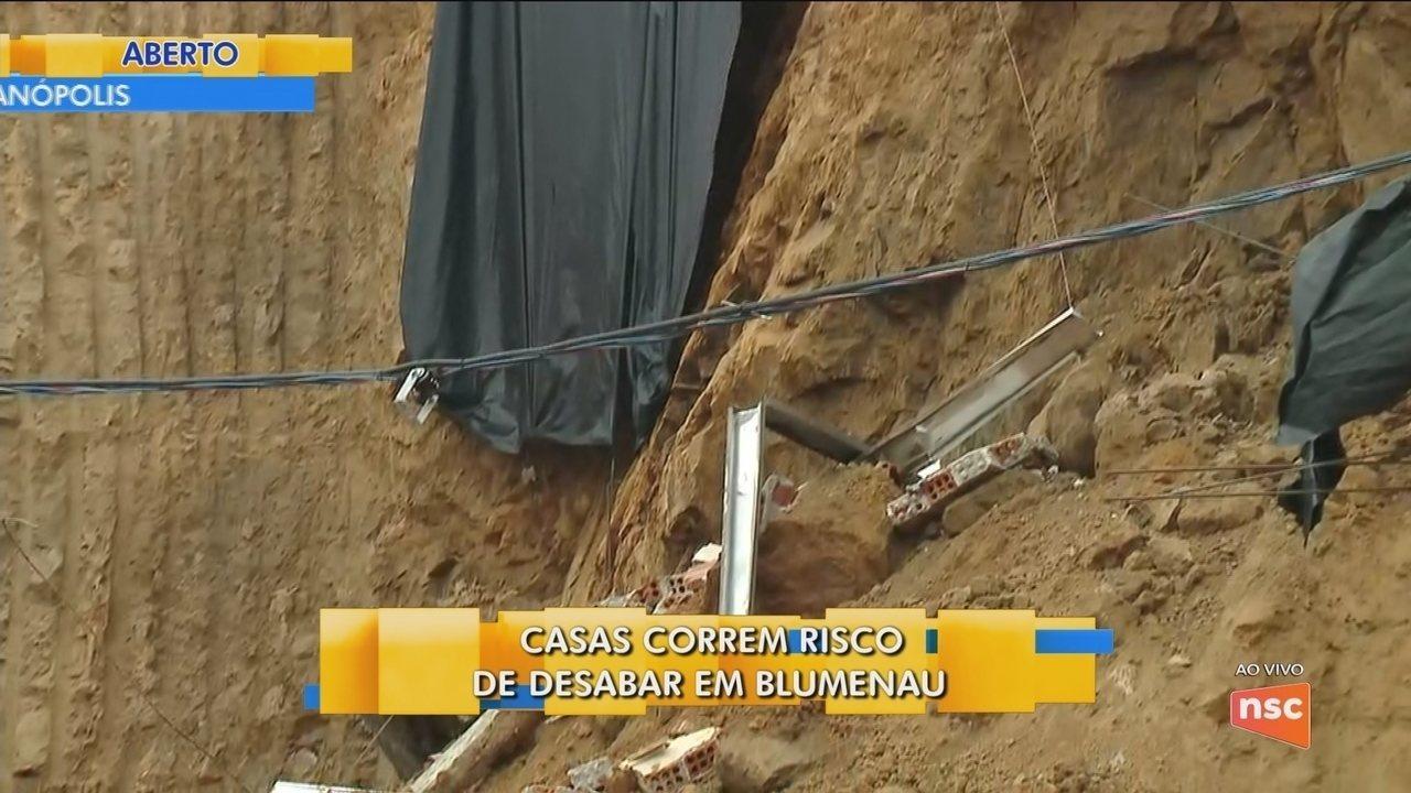 Casas correm o risco de desabar em Blumenau
