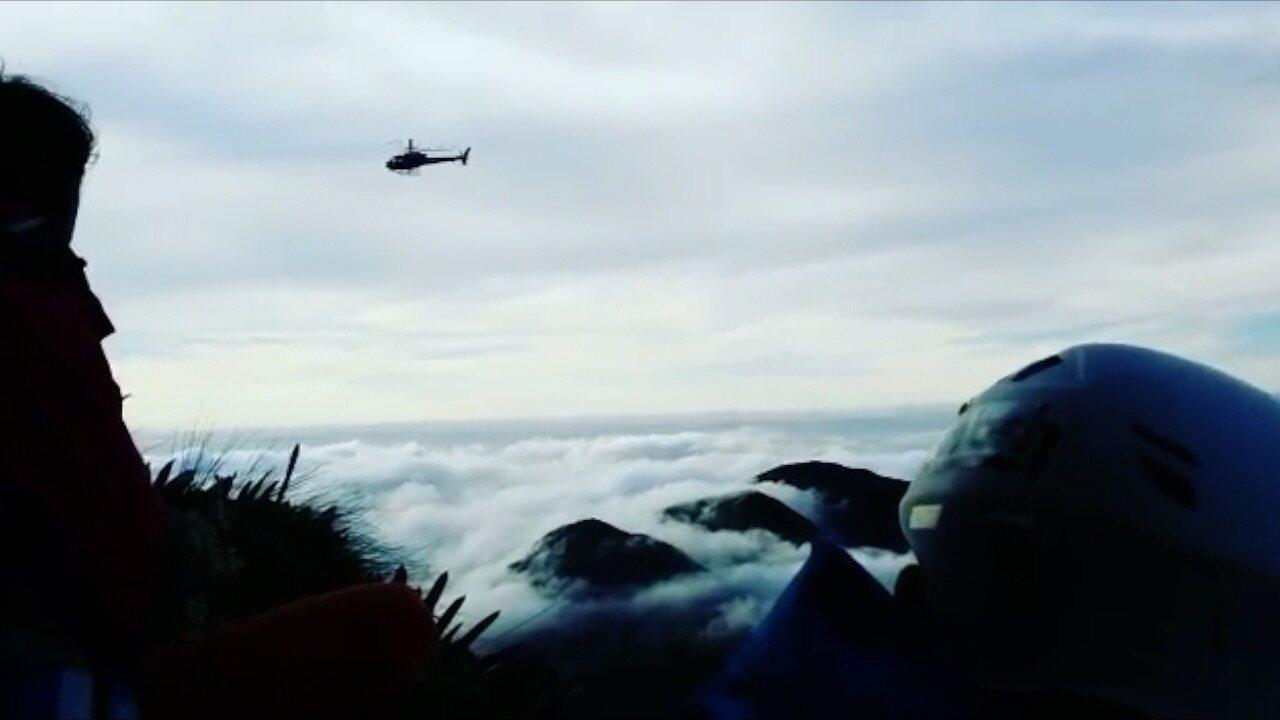 Helicóptero fez resgate de alpinistas no Parque Estadual dos Três Picos, em Nova Friburgo, no RJ