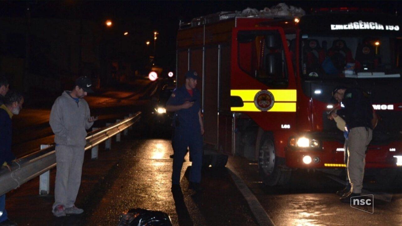 Homem de 56 anos morre atropelado na BR-282, em Lages