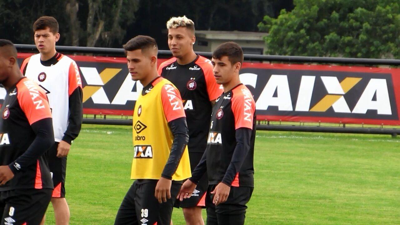 Atlético-PR tem duas dúvidas para pegar o Botafogo; Crysan volta de empréstimo