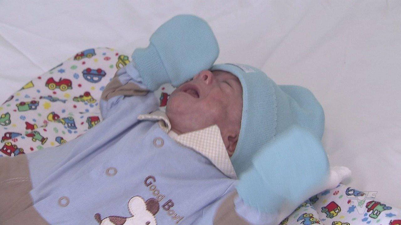 Bebê prematuro recebe alta após seis meses internado