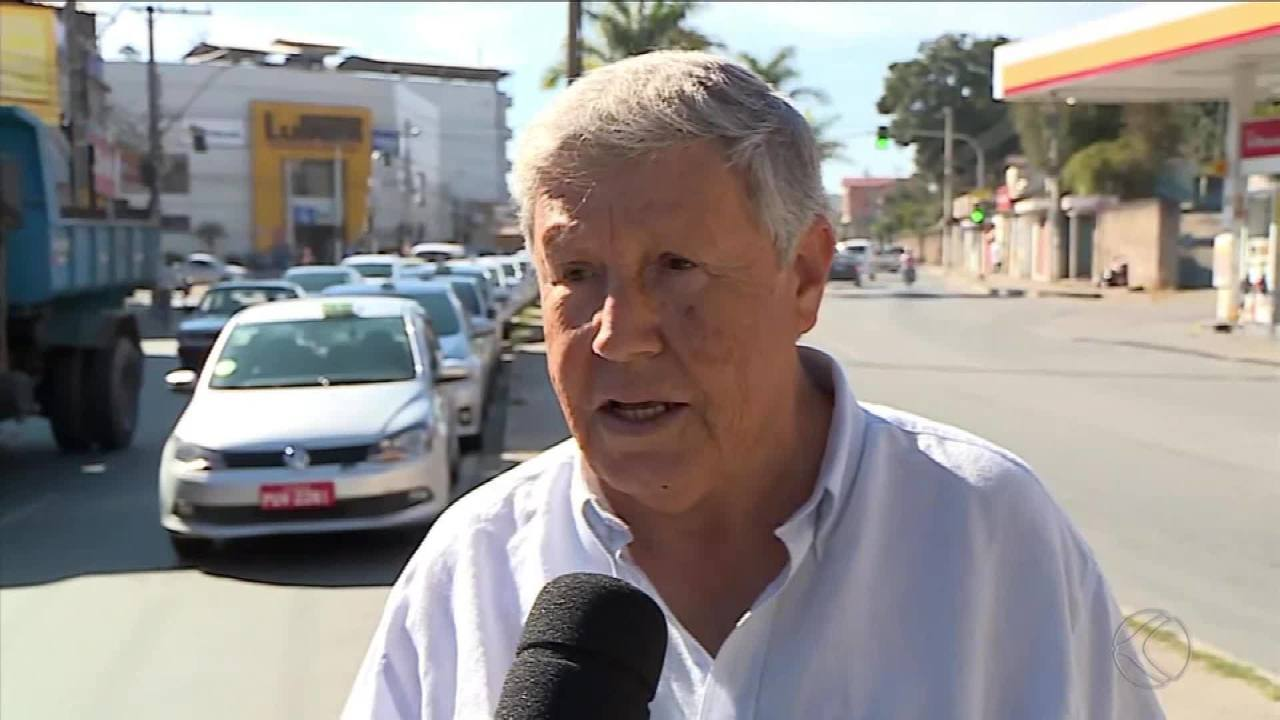 Taxistas fazem manifestação em Barbacena pedindo igualdade de direitos