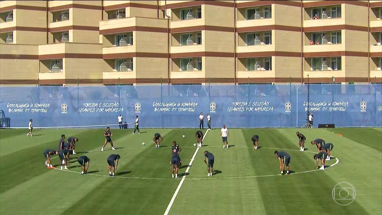 Jogadores da seleção brasileira fazem treino fechado ao público em Sochi