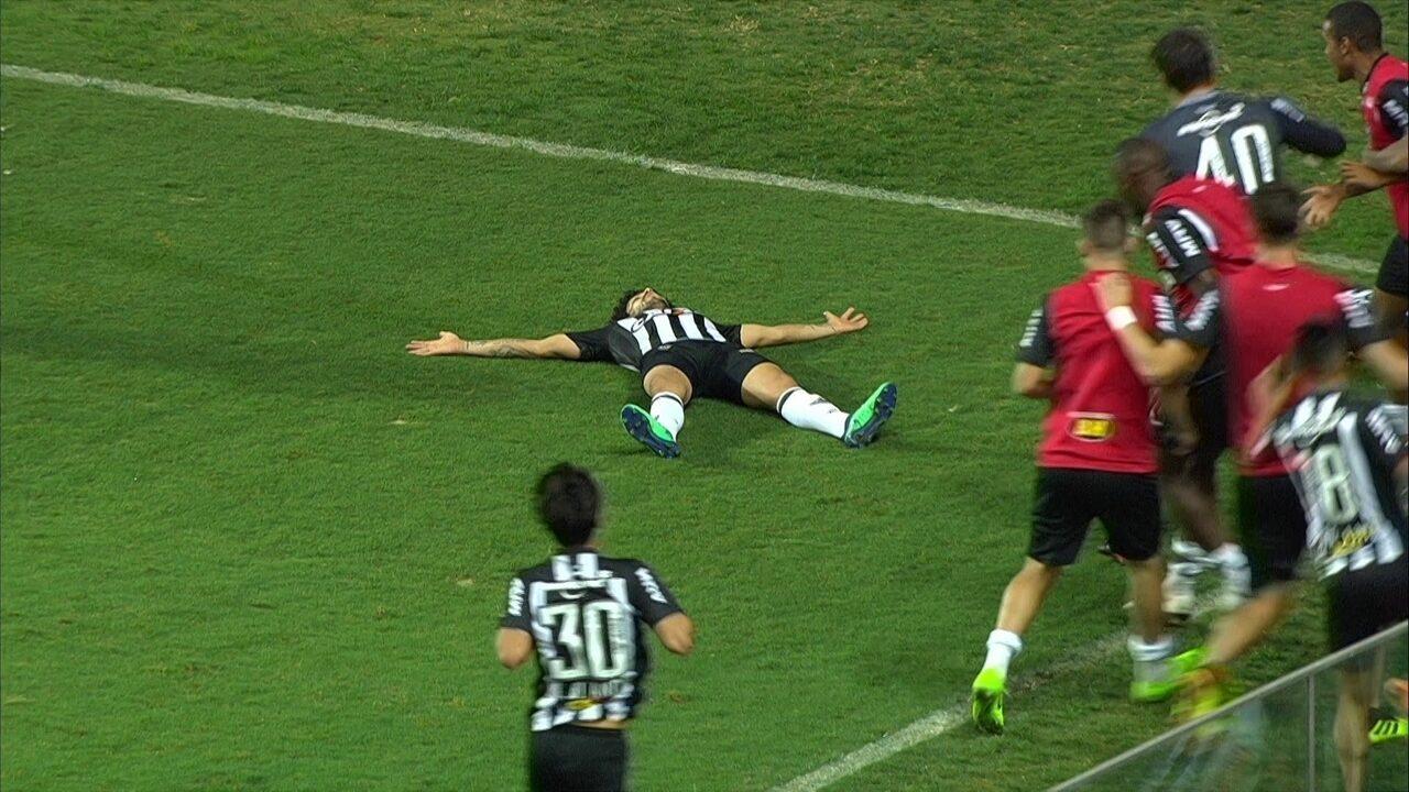 Veja a assistência de Ricardo Oliveira e o gol de Luan contra o Ceará