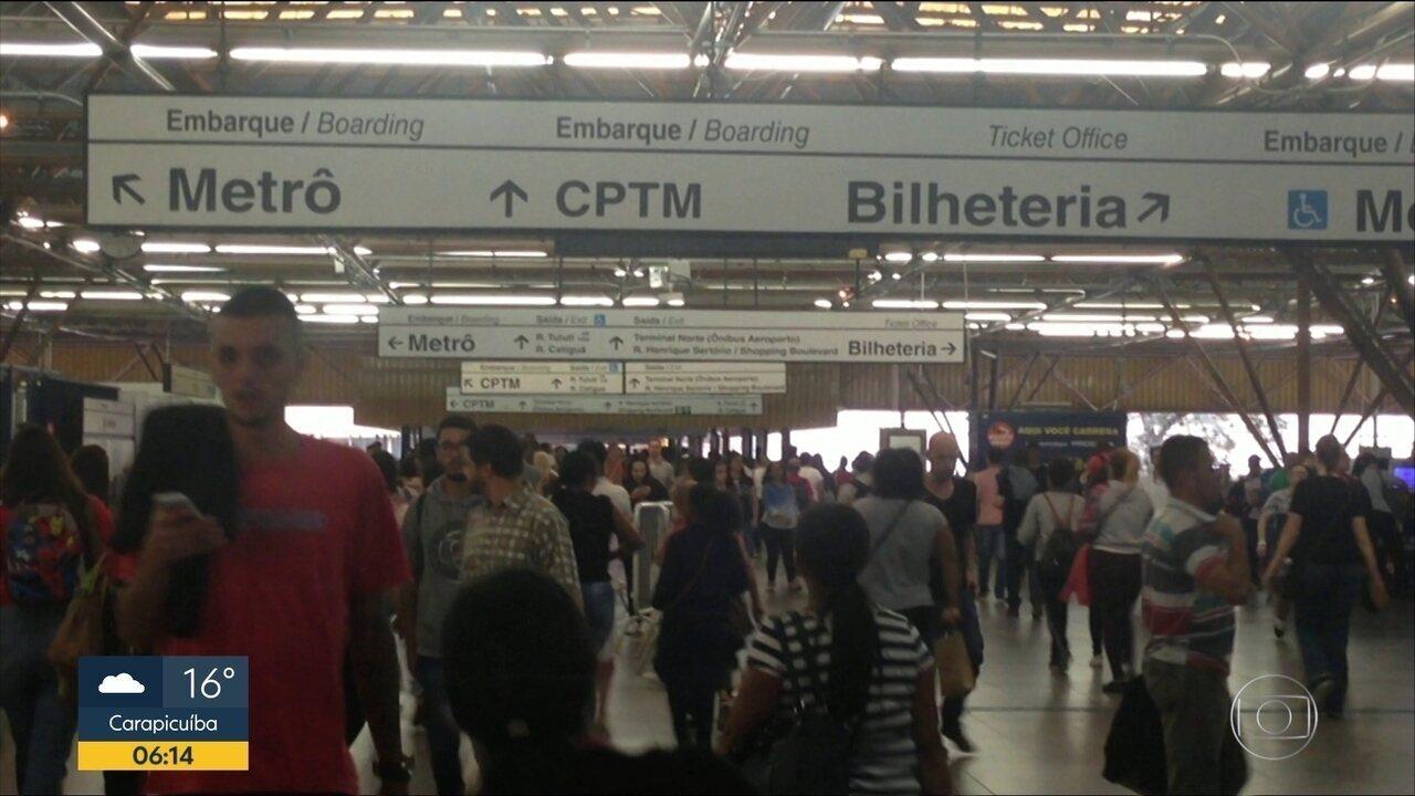 Falta de integração gratuita entre metrô e CPTM obriga passageiro a 'desviar' da estação