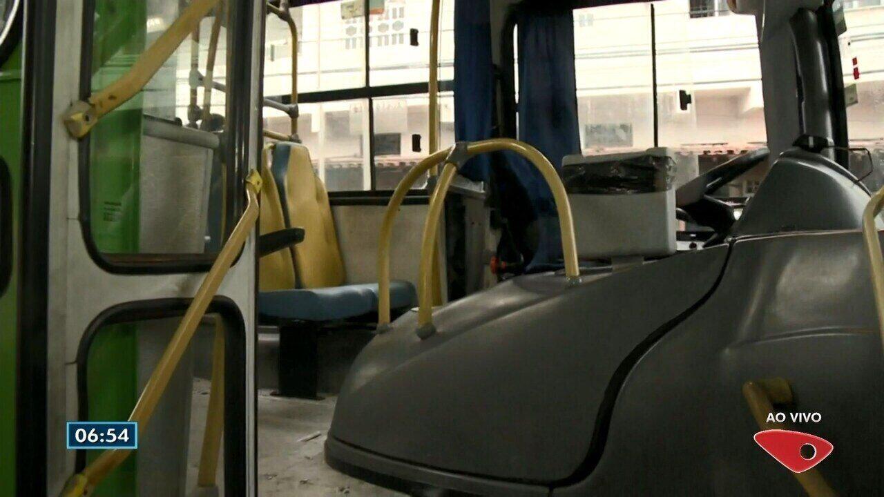 Motorista fica com faca no pescoço durante assalto a ônibus no ES