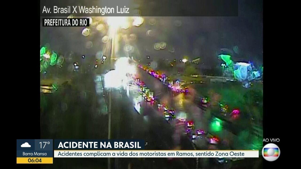 Acidentes complicam a vida dos motoristas na Avenida Brasil