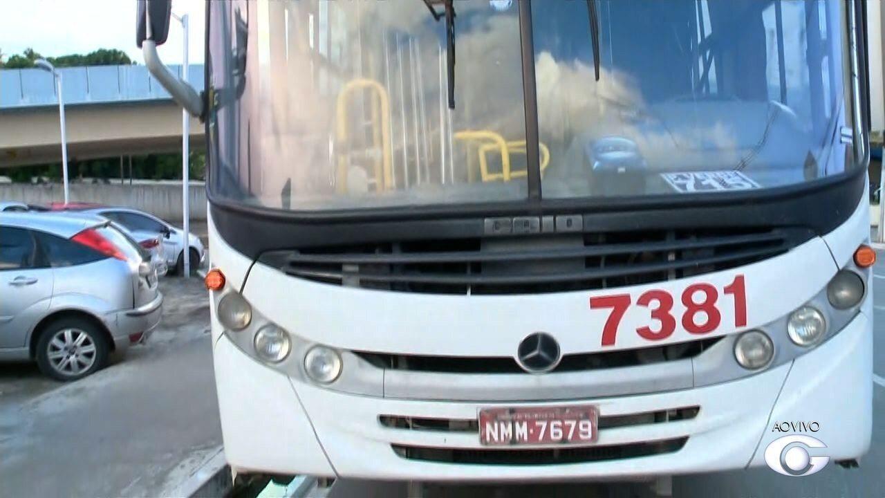 Ônibus é assaltado em Maceió