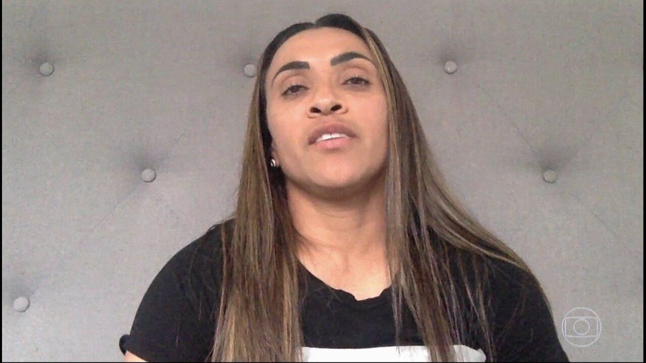 Jogadora de futebol Marta admira o trabalho de Mano