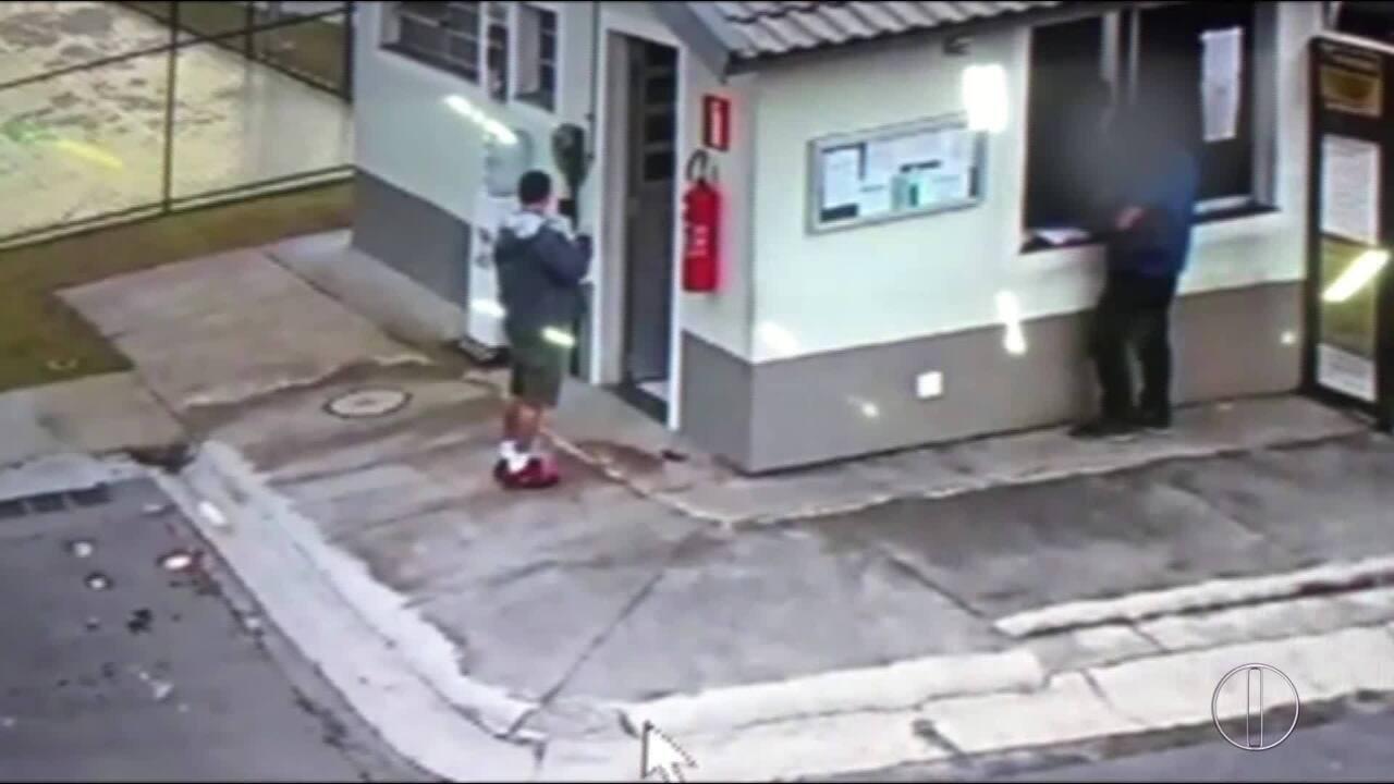 Homem joga gasolina, acende isqueiro e coloca fogo em porteiro no RJ