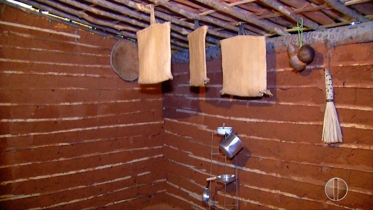 Para relembrar vida no interior, casa de taipa é montada no Oeste potiguar