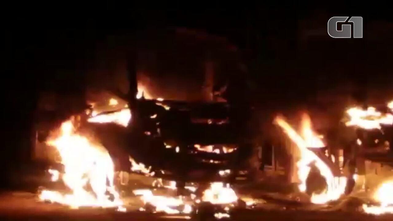 Ônibus escolares são incendiados em Icó