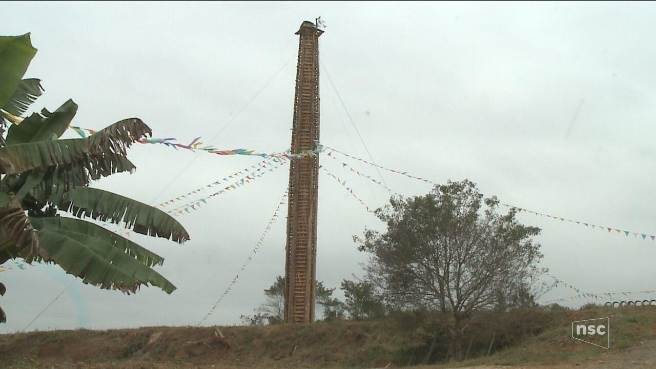 Centenária, Festa de São João do Itaperiú tem fogueira de 30 metros no Norte de SC