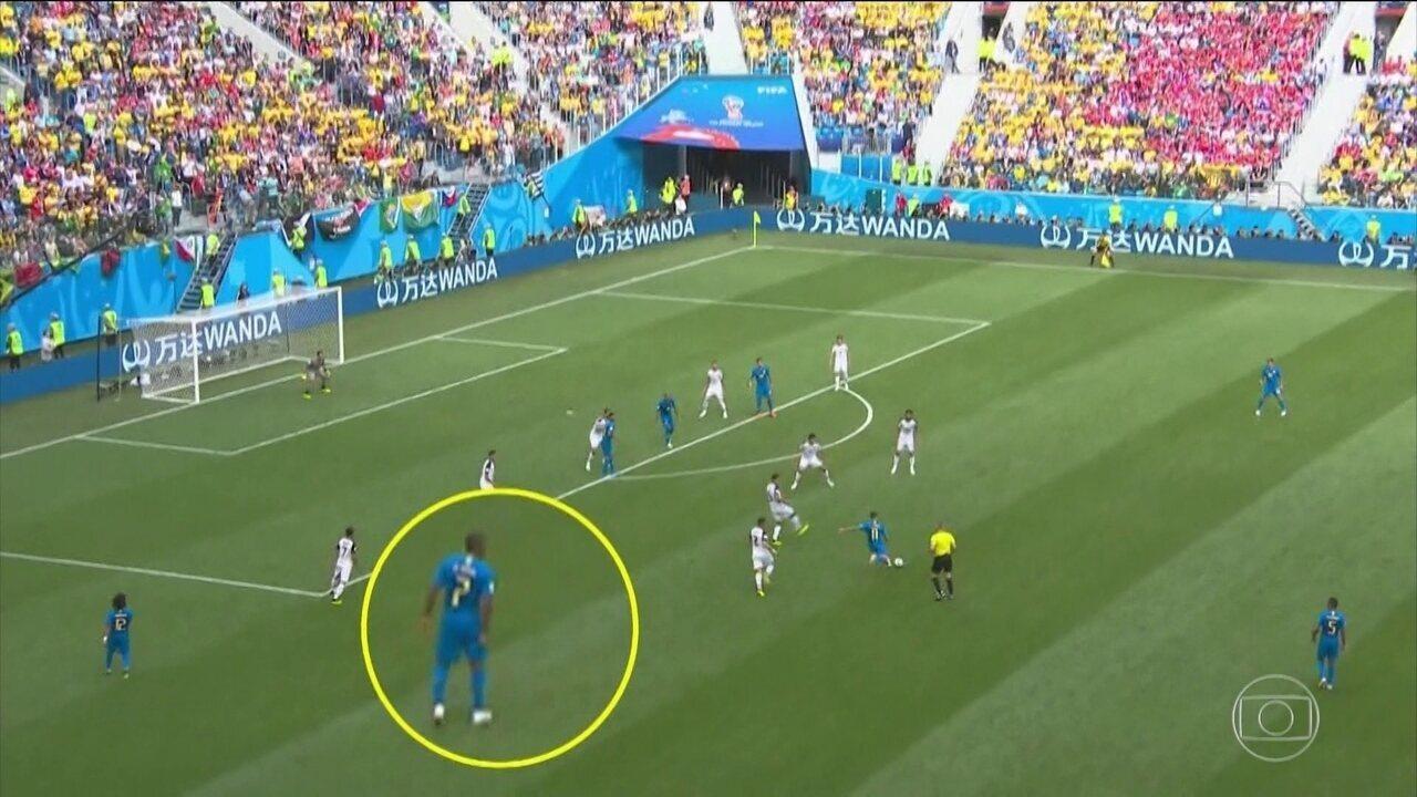 Médico da seleção brasileira confirma lesão de Douglas Costa