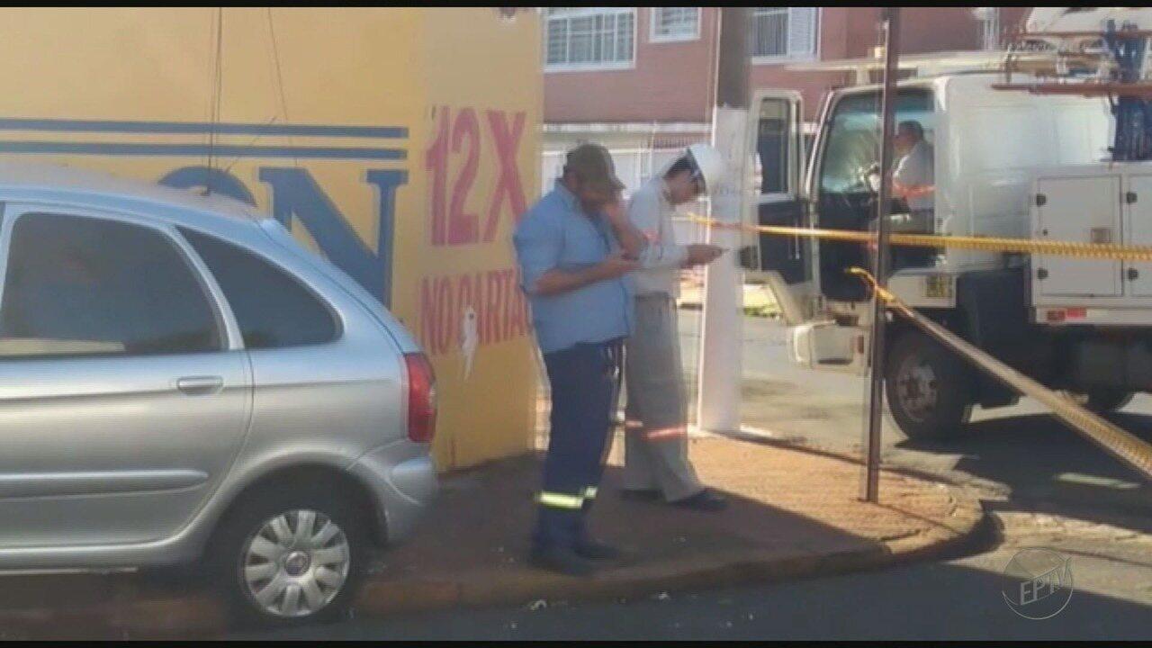 Idoso sofre mal estar, bate veículo em poste e morre em São Joaquim da Barra, SP