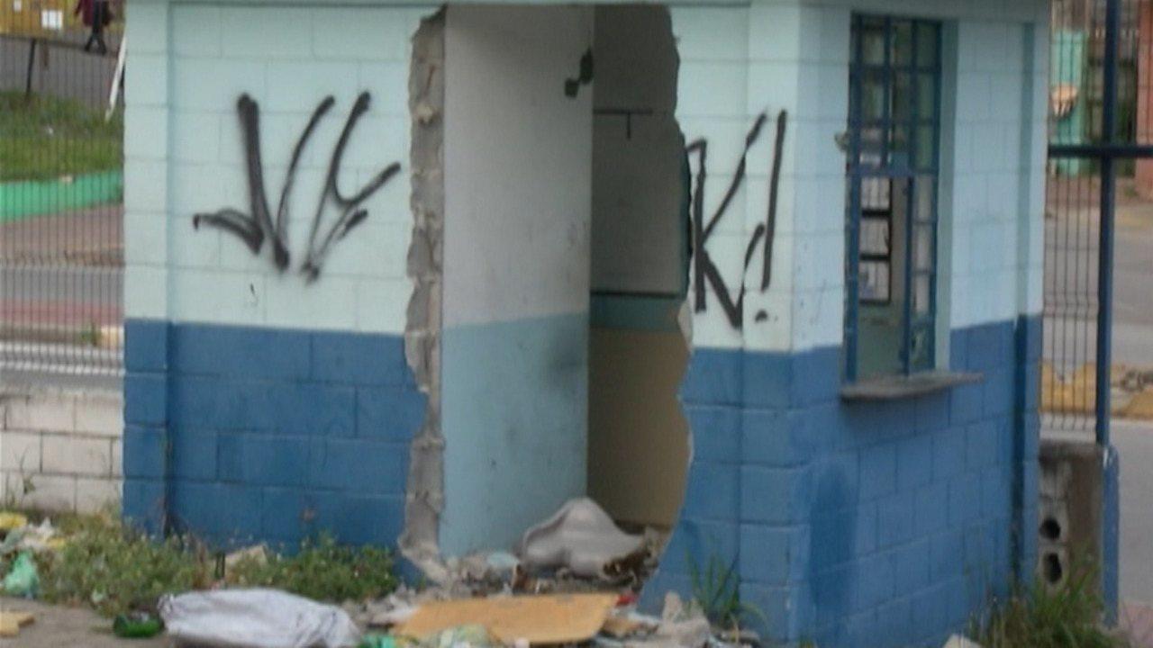 Abandono do prédio antigo da Etec de Ferraz preocupa moradores da Vila Jamil