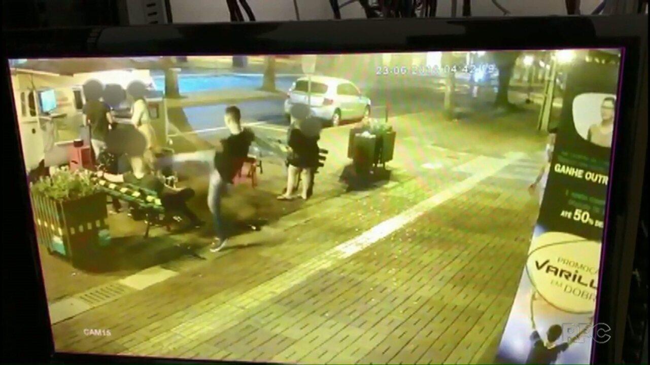 Câmeras de monitoramento registram briga no Centro de Medianeira