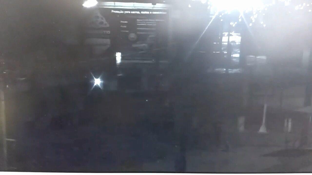 Ladrões roubam carro e na fuga batem em poste em Ponta Grossa