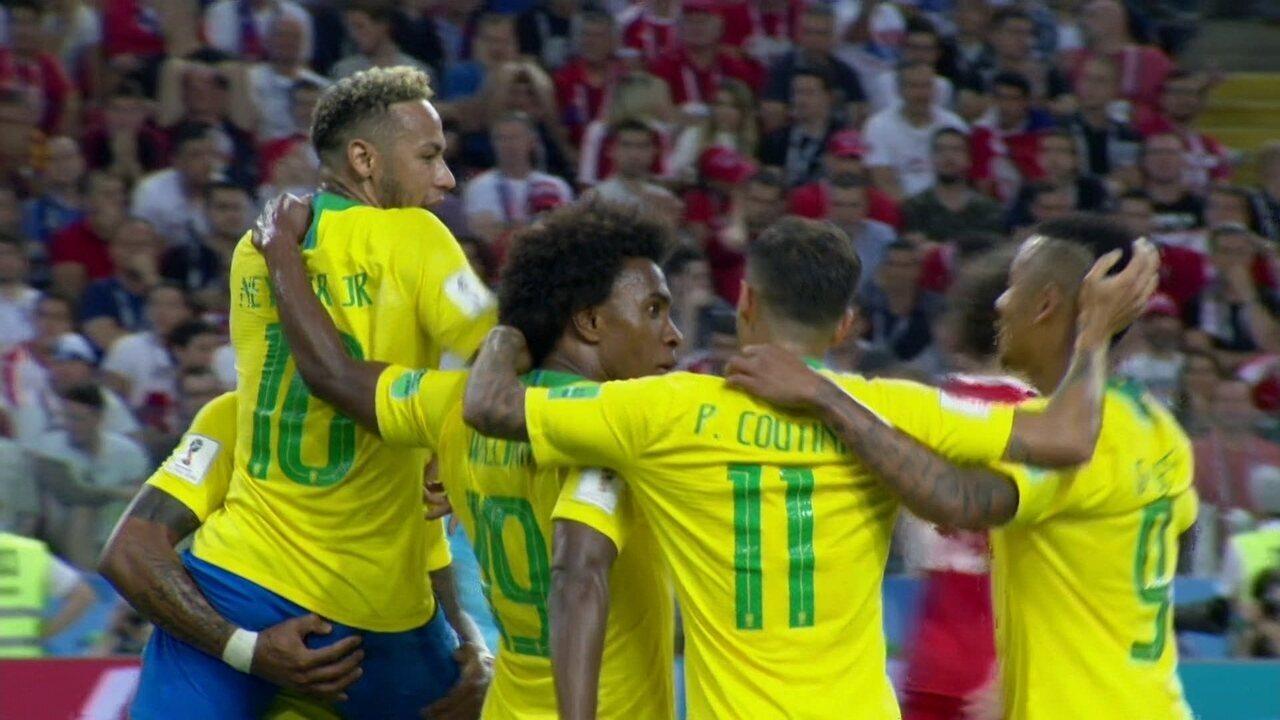 Gol do Brasil! Coutinho lança Paulinho na área e o meia bate por cima do goleiro, 35 do 1º