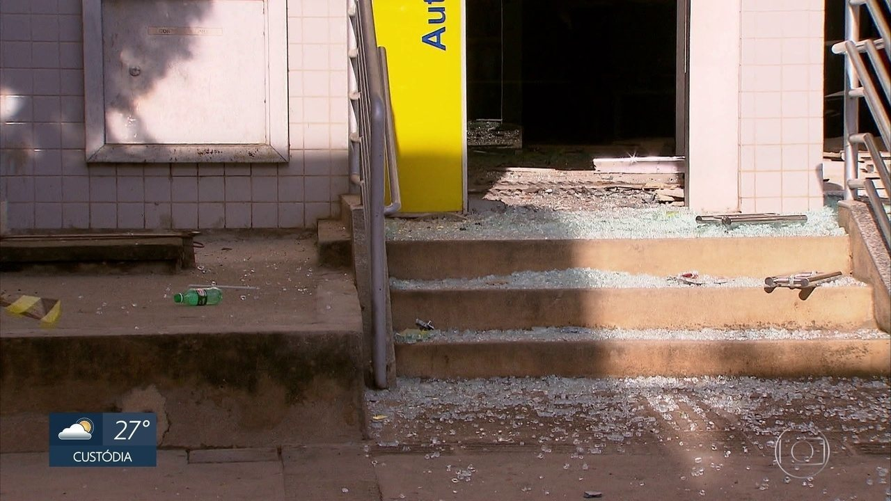 Bandidos explodem caixas eletrônicos em Pombos, na Zona da Mata de Pernambuco