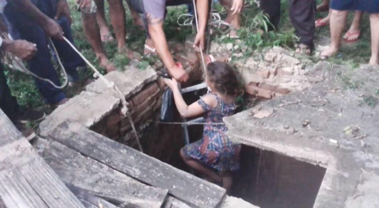 Vídeo mostra menina sendo resgatada após cair em poço com 10 metros de profundidade no ES