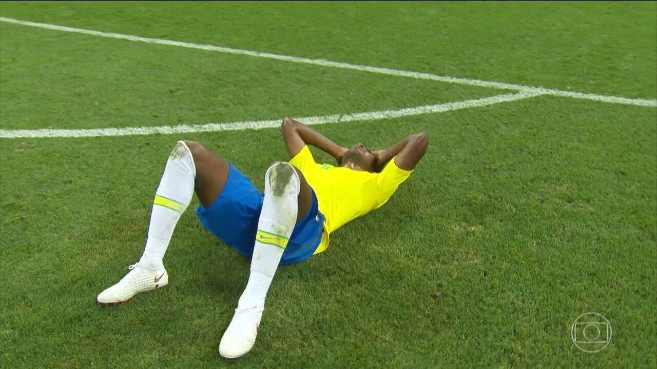 Fernandinho é alvo de ofensas raciais após derrota da Seleção para a Bélgica