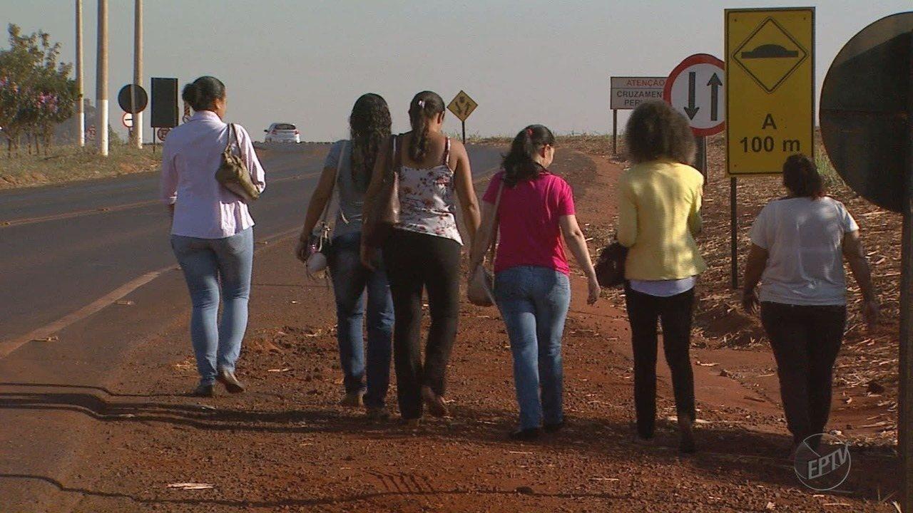 Moradores cobram ponto de ônibus intermunicipal no bairro Nova Pradópolis, SP