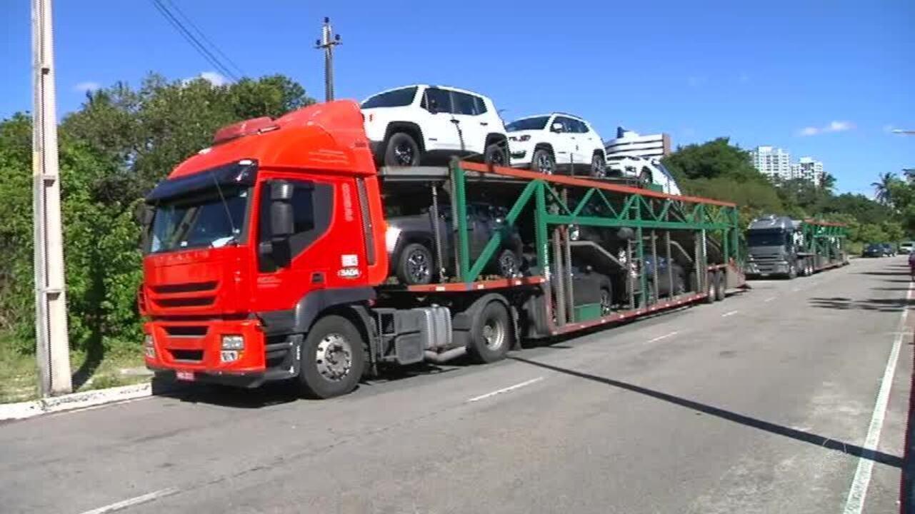 Motorista de caminhão-cegonha é baleado durante assalto em Fortaleza