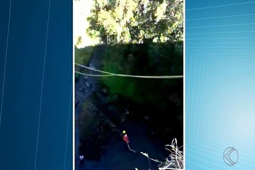 Homem tem parada cardíaca durante prática de esporte radical em cachoeira em MG
