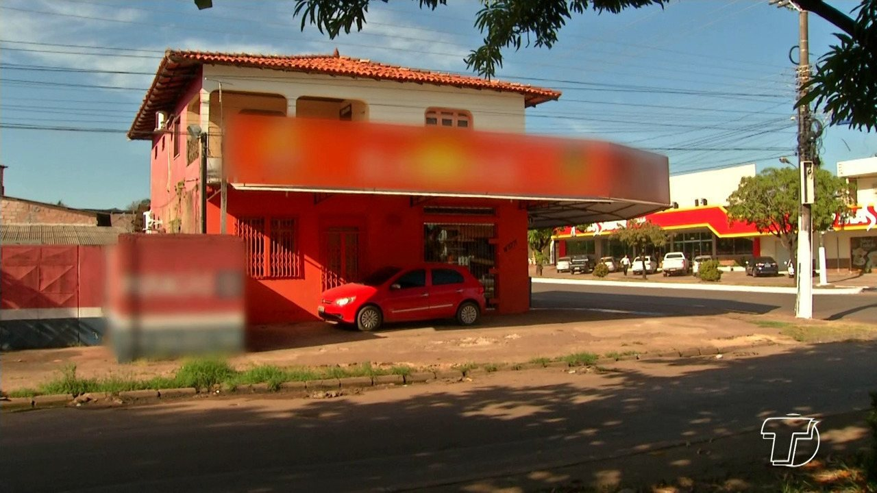 Bandidos entram em distribuidora, amarram vítimas e levam cerca de R$ 12 mil