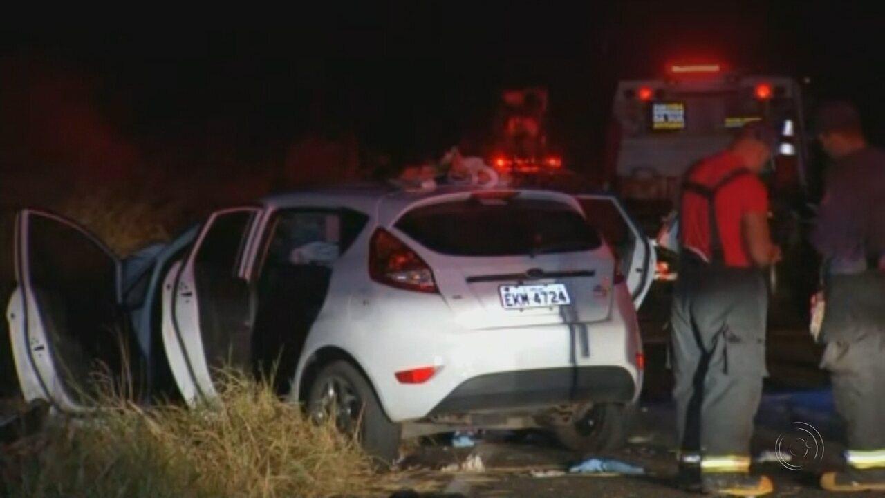 Acidente entre carros deixa mortos e feridos em rodovia de General Salgado