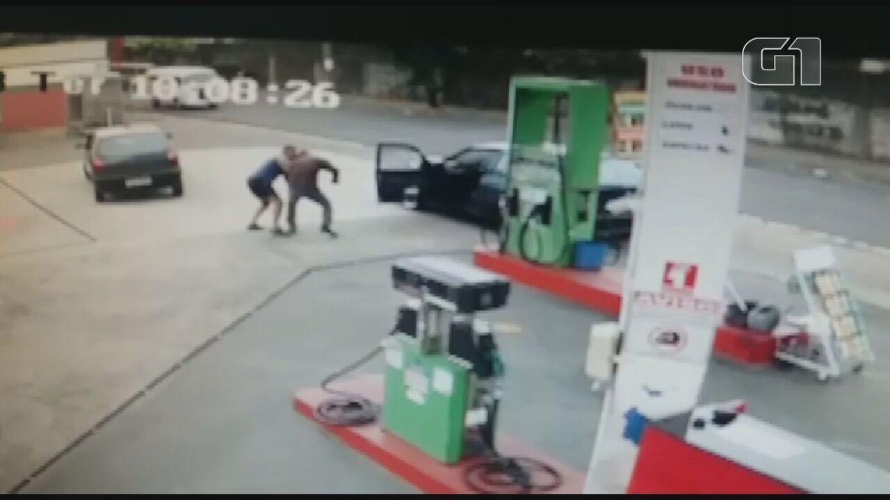 Vídeo mostra PM esfaqueado ao tentar evitar assalto a posto de combustíveis de São Carlos
