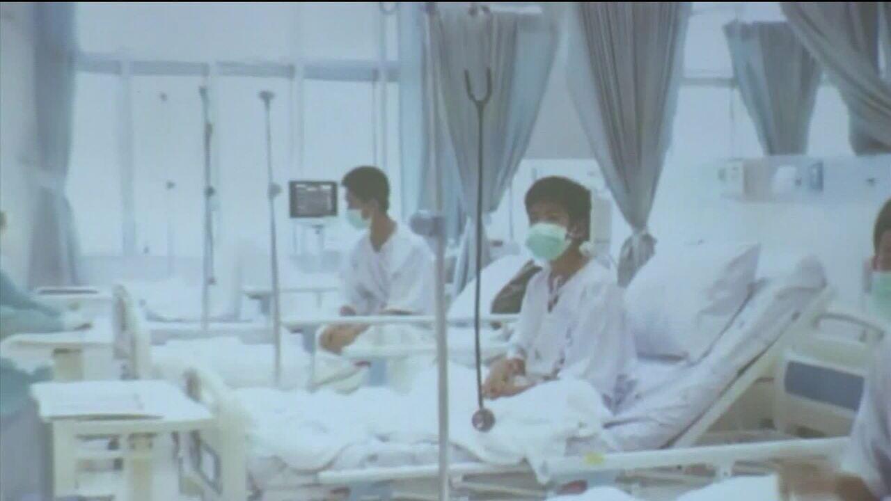 Governo divulga imagens de meninos da Tailândia em hospital