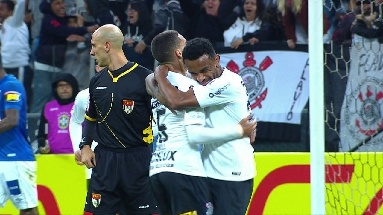 Gol do Corinthians! Rodriguinho cruza e Paulo Roberto toca para dentro, aos 37' do 1T