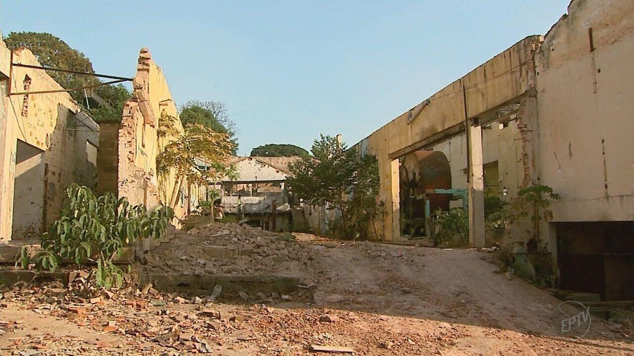 Força-tarefa inicia limpeza de fábrica de papel desativada em Ribeirão Preto
