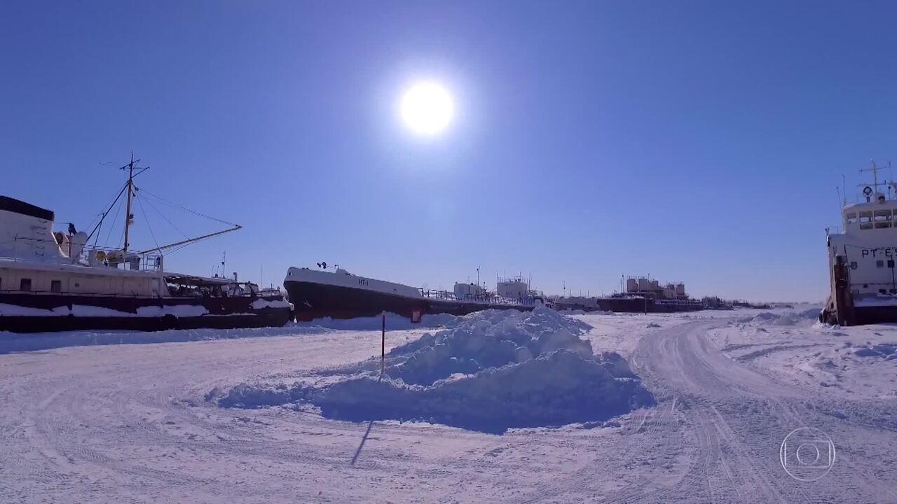 Caldeirão começa a viagem na neve em rio totalmente congelado
