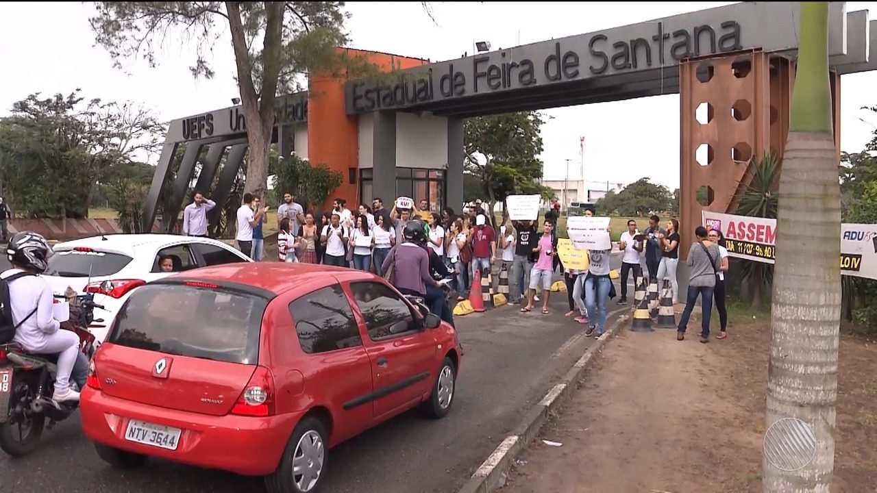 Estudantes do curso de Medicina da Uefs protestam contra a falta de ambulatório