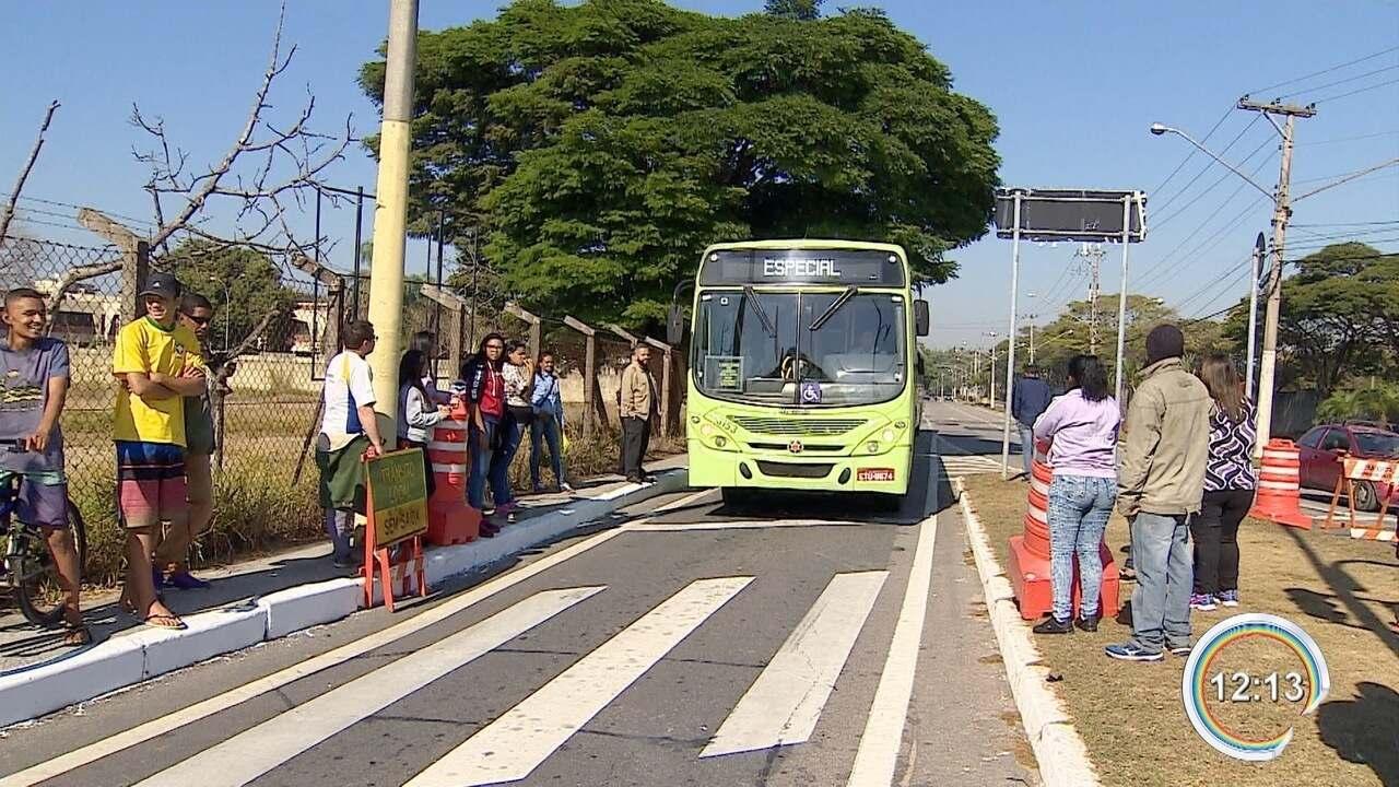 Moradores fizeram um protesto contra as mudanças nas linhas de ônibus na zona leste